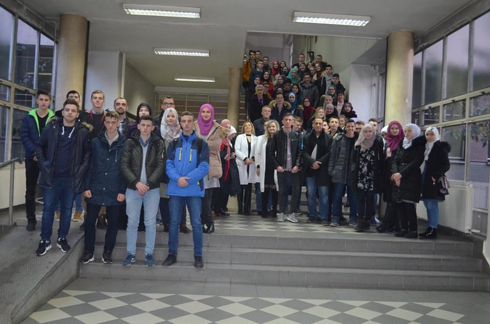Susret Nadarenih Učenika Medrese I Gimnazije U Oblasti Biologije I Hemije